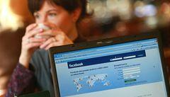 Český Facebook už je větší než Praha, láká hlavně ženy